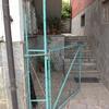 Pulizia scala esterna con vetrata