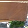 Sostituire il telo usurato ad una coppia di tende da balcone