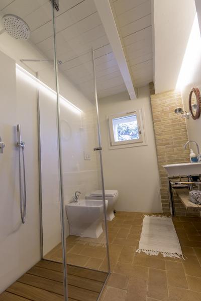 Quanto pu costare ristrutturare completamente un bagno - Costo medio ristrutturazione bagno ...