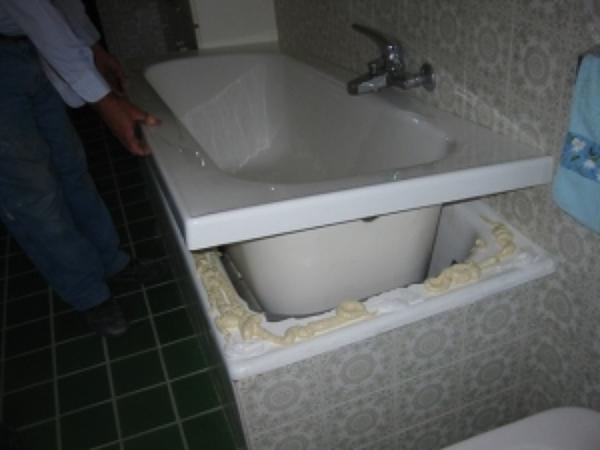 Vasca Da Bagno Rovinata Cosa Fare : Smaltare vasca da bagno habitissimo